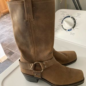 NWOT Frye tan oil leather Harness 12r boots